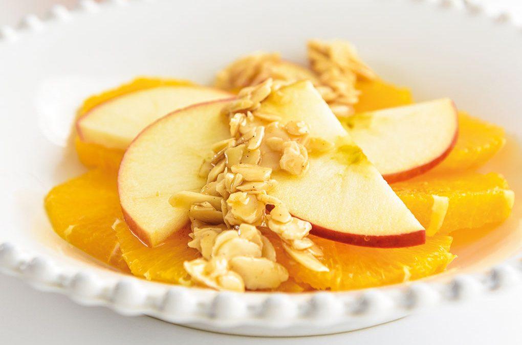 Crocante de maçã e laranja com canela e amêndoa