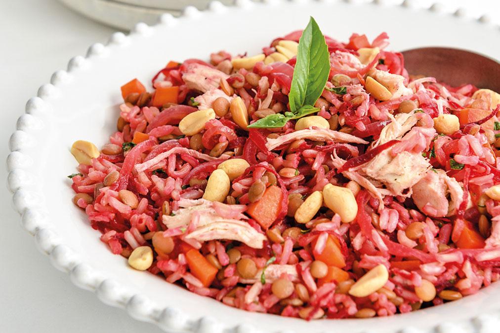 Salada de frango e lentilhas com amendoim