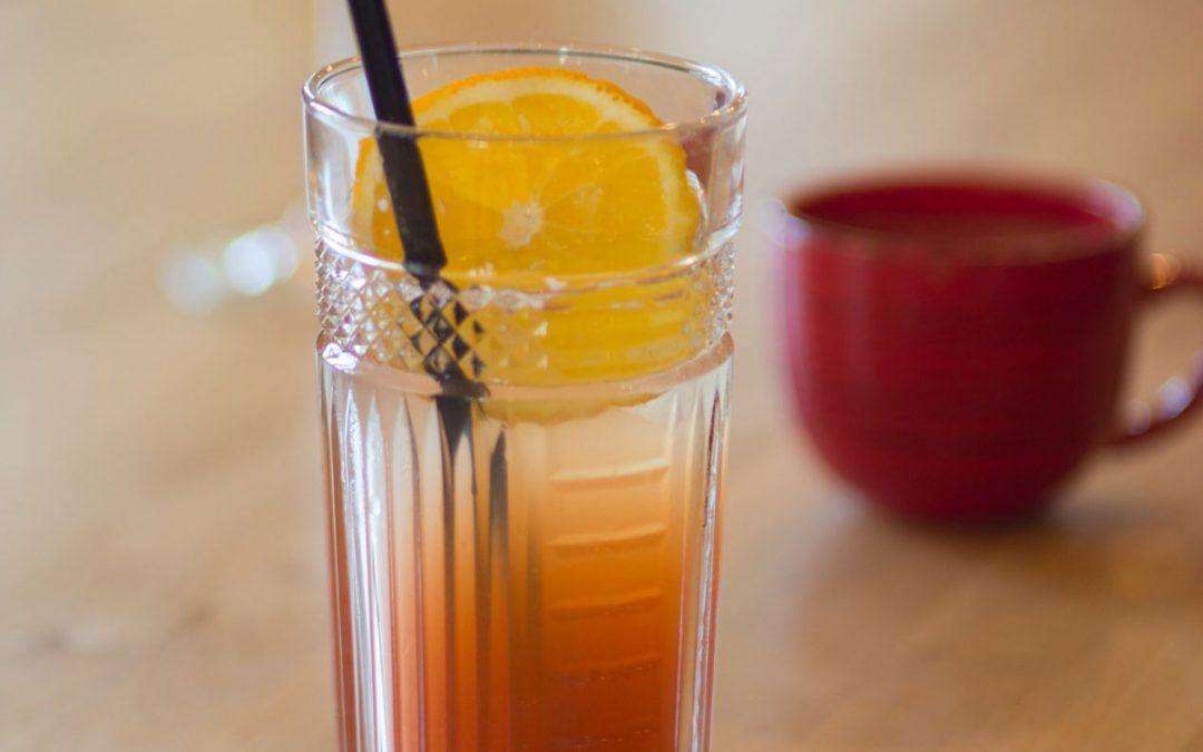 Água aromatizada de laranja e hortelã